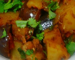 Eggplant And Potato Curry | Indian Vegetarian Recipes | Indian Regional Recipes | Indian Food Recipes | Indian Microwave Recipes | Diabetic Recipes
